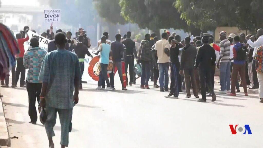 Een betoging op 15 januari 2018, in de hoofdstad Bamako, tegen de Franse militaire aanwezigheid in Mali (foto: VOA-Africa).
